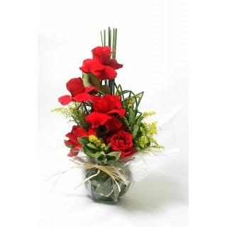 Arranjo com rosas vermelhos